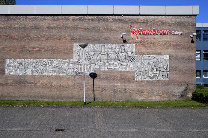 Mozaïek op de muur van het oude gebouw.