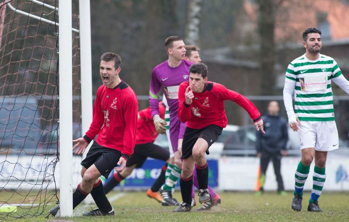 Ontlading bij Harskamp in 2015, met Lars van Wikselaar in het midden. Alweer even geleden. Vanaf komend seizoen moet Harskamp weer om de punten spelen.