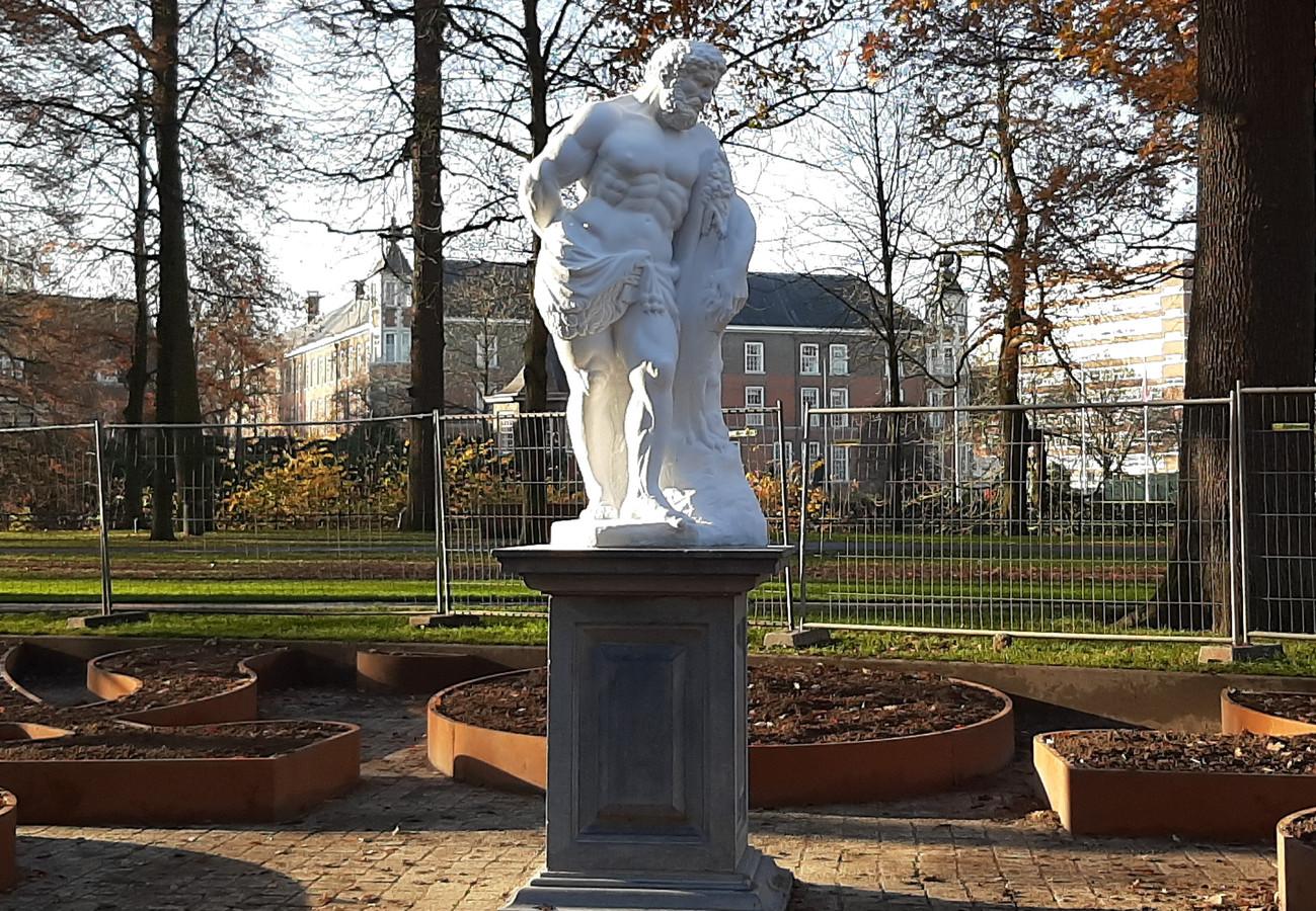 Het beeld Hercules in het Valkenberg in Breda