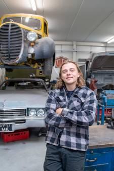 Deventenaar Joeri (25) knapt in Wesepe peperdure auto's op: 'Sommige zijn miljoenen waard'