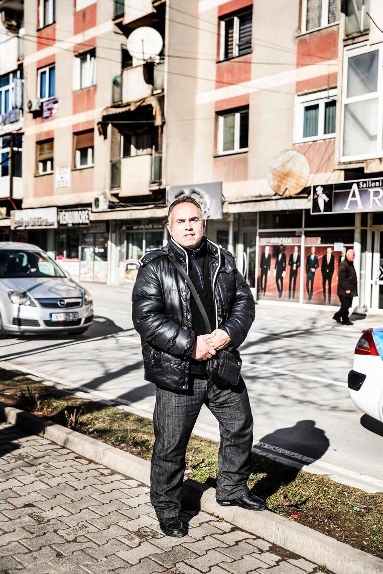 Arben Halimi, Albanese politieagent in Gjilan. Beeld Aurélie Geurts