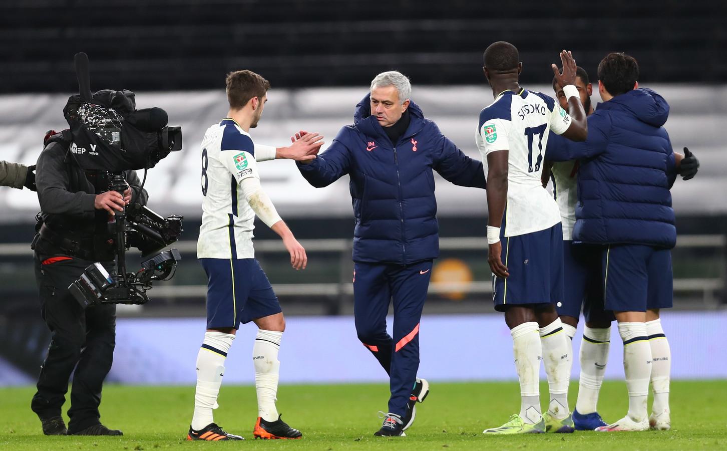 José Mourinho vindt dat zijn collega's en clubs niet moeten klagen over het drukke schema.