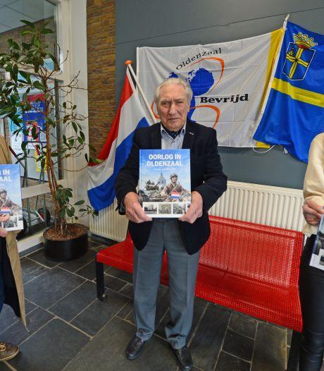 Veilige presentatie van nieuwe boek 'Oorlog in Oldenzaal' in drive-thru aan Potskampstraat