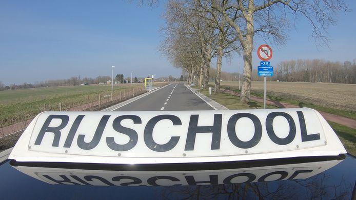 Een auto van de Ardooise Rijschool werd achteraan aangereden tijdens een rij-examen.