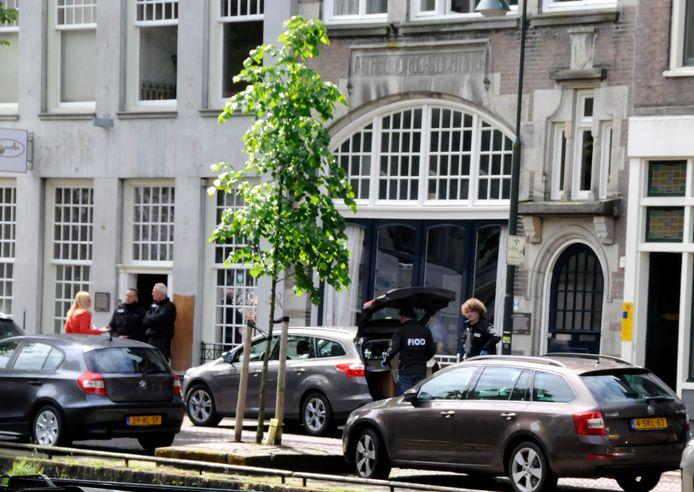 De FIOD deed een inval in de woning en het kantoor van het echtpaar B.J.van Honk, eigenaar kinderdagcentra Het Speelhonk.