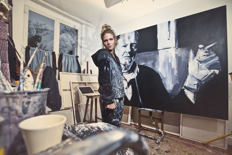 Charlotte De Cock in haar atelier. Beeld Jonas Lampens