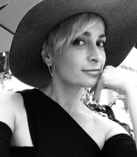 Hollywood in shock na bizarre dood cameravrouw Hutchins (42)