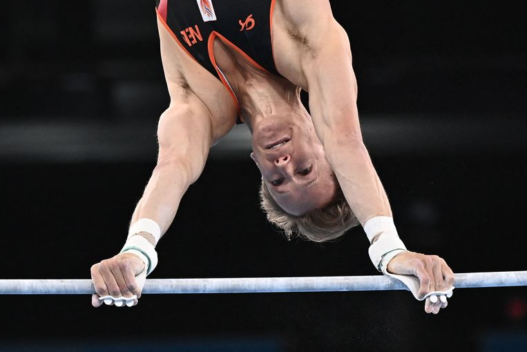 Epke Zonderland in actie tijdens de kwalificatieronde in Tokio. Beeld AFP