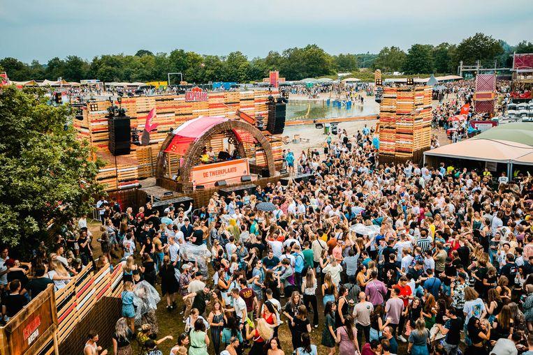 Afgelopen weekend werd aan de Galderse Meren bij Breda het tweedaagse festival Ploegendienst gehouden. Beeld Tom Doms / Kairos Events