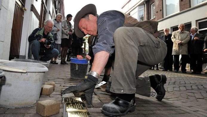 Ruim vijf jaar geleden werden stolpersteine ingemetseld in de Goudse Wilhelminastraat
