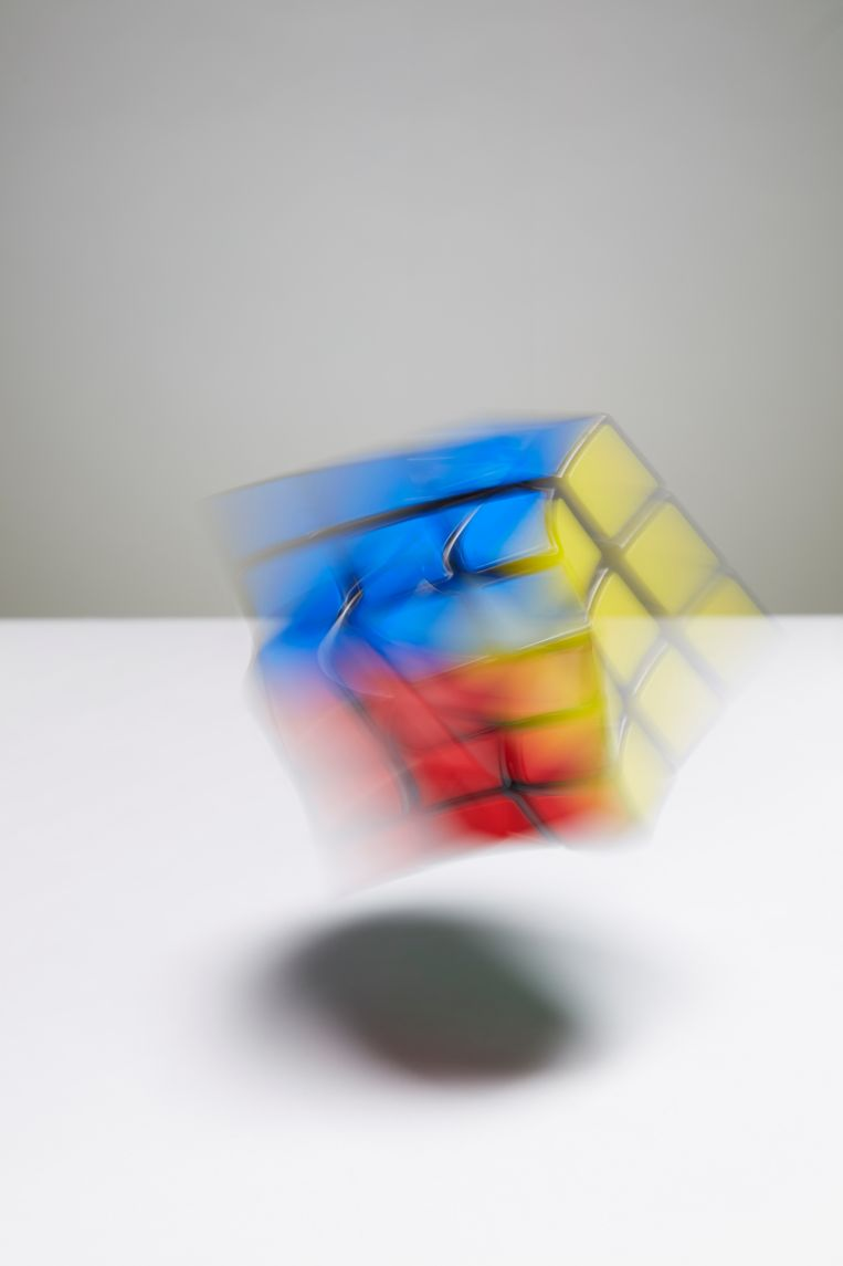 Rubik zou willen dat de geboorte van de kubus een eurekamoment was, maar zo is het nooit gegaan. Hij deed het tussendoor. Beeld Van Santen & Bolleurs