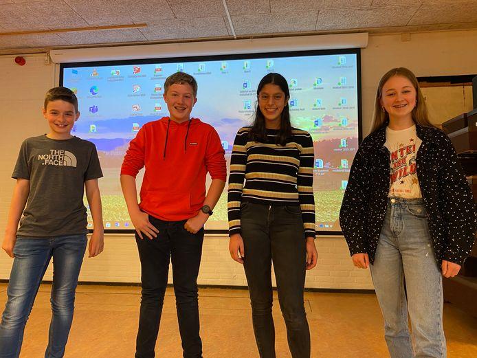 Ryan, Rinze, Emilia en Isa bedachten de Tie Dye kledinglijn.