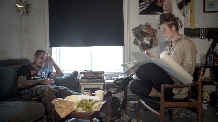 Karl-Bertil Nordland en Barbora Kysilkova in 'The Painter and the Thief'. Beeld RV