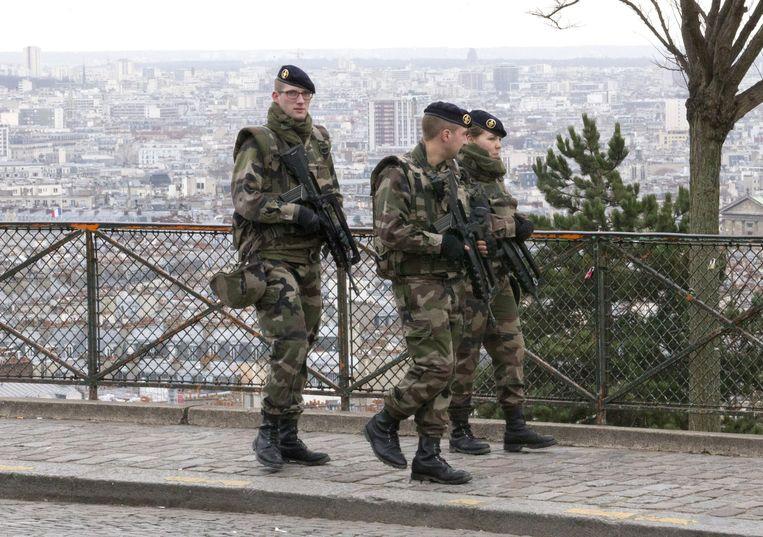 Militairen bij de Sacre Coeur. Beeld ap