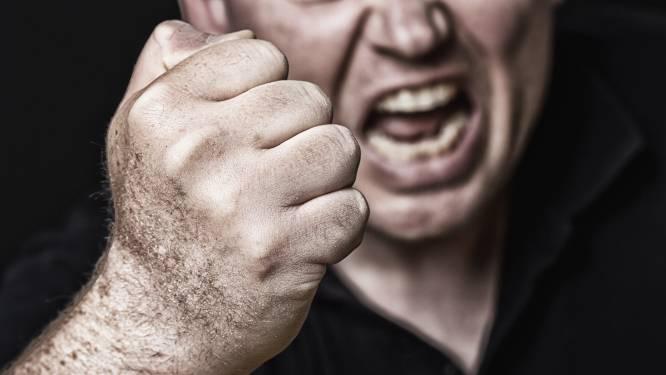 Vrouw slaat man met koekenpan en wordt daarna zélf mishandeld in Deventer