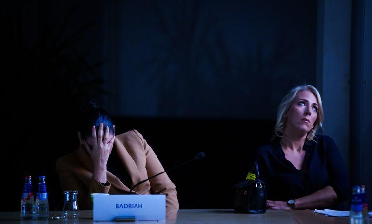 Gedupeerden van de toeslagenaffaire kijken met Lilian Marijnissen (SP) in de Tweede Kamer naar de vertoning van de documentaire over hun lotgevallen, Alleen tegen de staat. Beeld Freek van den Bergh / de Volkskrant