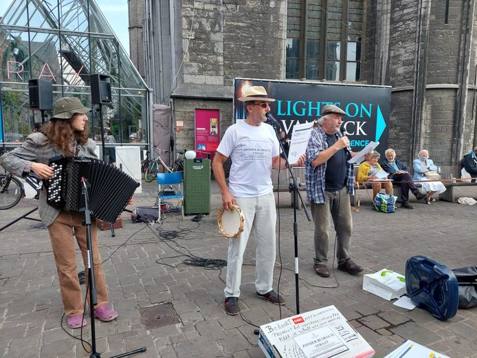 Mong Rosseel en Leander Vertriest brachten muzikaal protest mee.
