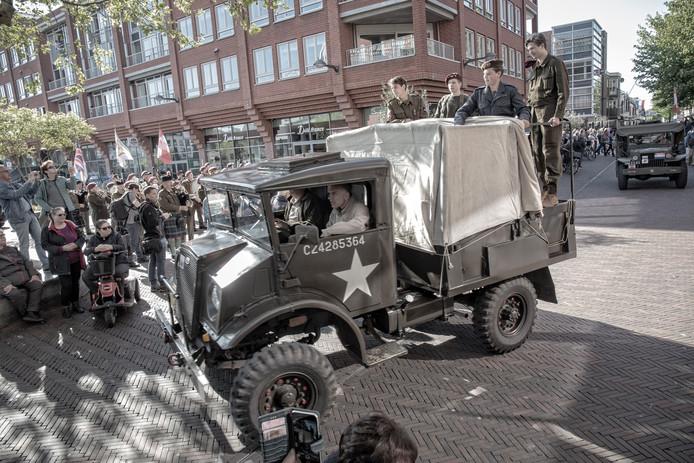 De Liberty Tour op het Rijnplein in Alphen. De toer gaat dit jaar ook naar alle dorpen in de gemeente Alphen.