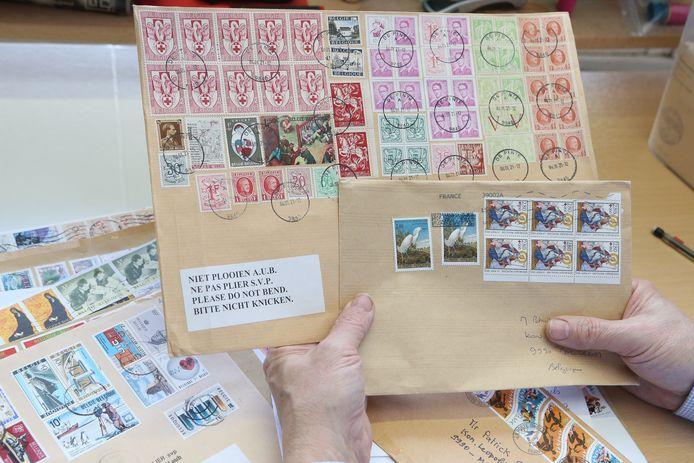 Wie oude postzegels gebruikt om brieven te versturen kan maar beter goed rekenen van franken naar euro's, waarna ook het beter plakwerk aan bod komt.