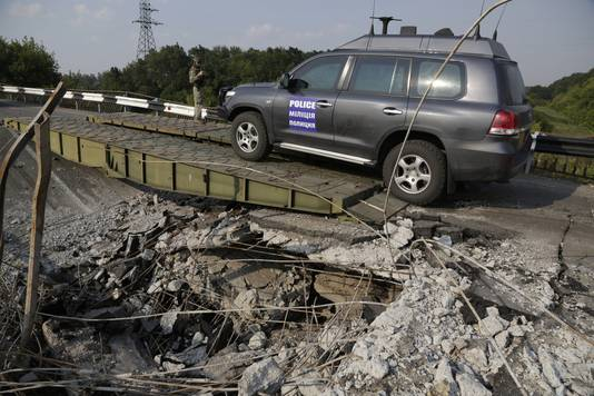 Een konvooi van de Organisatie voor Veiligheid en Samenwerking in Europa (OVSE) nabij de rampplek.