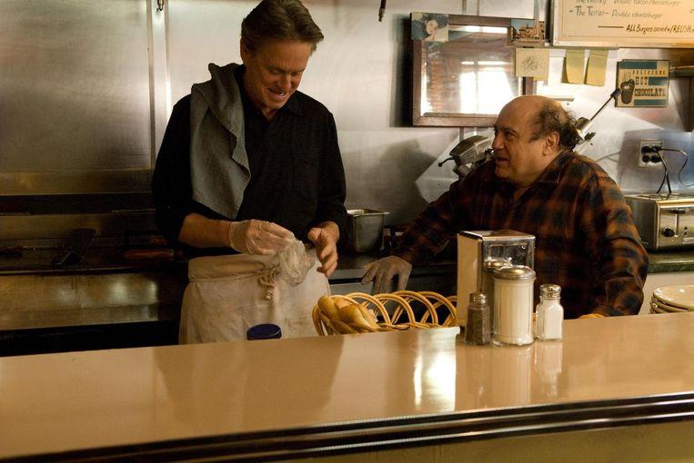 Michael Douglas (links) en Danny DeVito in Solitary Man. Beeld