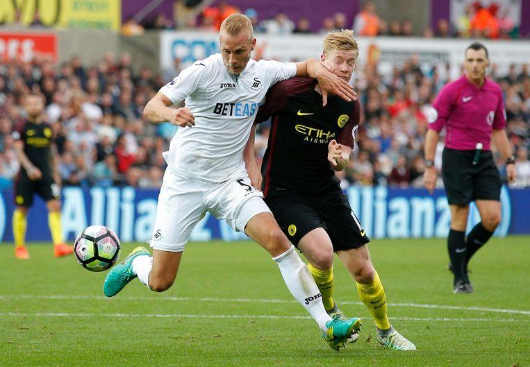 Manchester City moet het zeker een maand stellen zonder Kevin De Bruyne. De Belgische spelmaker liep een hamstringblessure op. Beeld ProShots