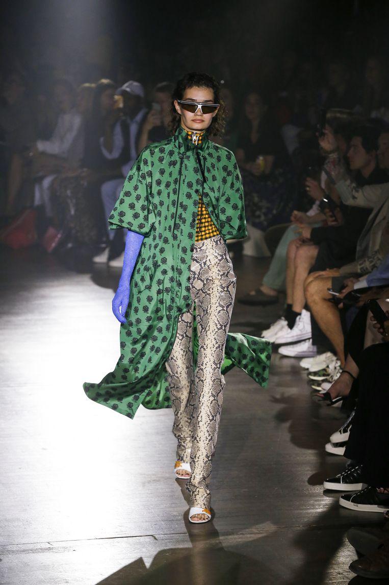 Model op de catwalk tijdens de show van Kenzo. Beeld