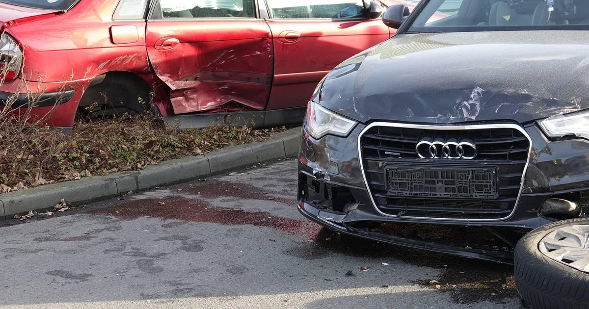 Auto's zwaar beschadigd bij ongeval in Dedemsvaart.