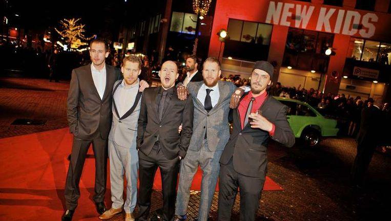 De cast van New Kids Nitro op de rode loper bij de premiere in Eindhoven van de film New Kids Nitro. © ANP Beeld