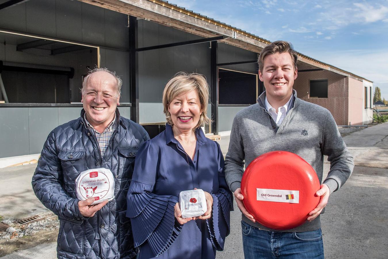 Johan Deweer, Dominique Steyaert en Louis-Philippe Deweer van 't Groendal voor de nieuwbouw.