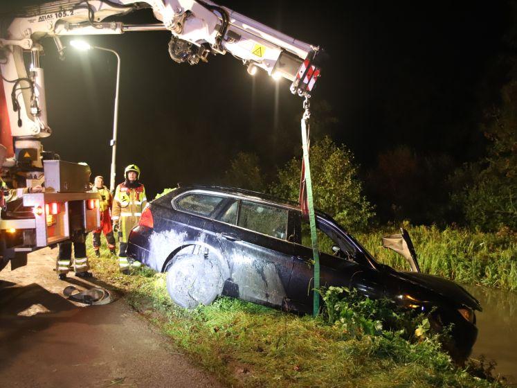BMW met gestolen lenzen te water in Culemborg