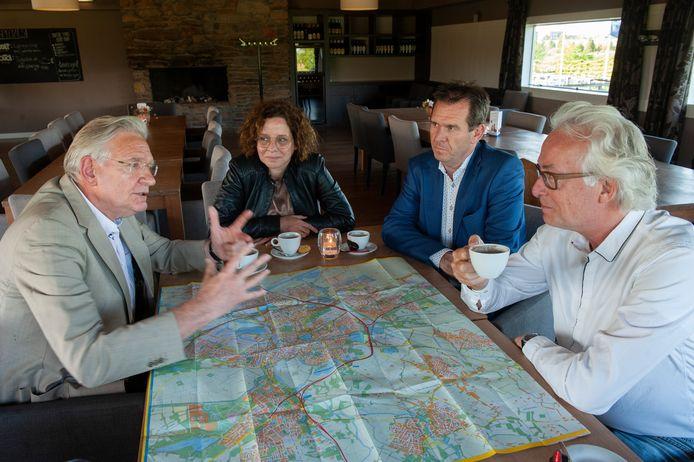 Discussie over toekomst van de stad. V.l.n.r. Geert Snijders, Janneke Bierman, Marc Hoedemakers en Ron Kuin