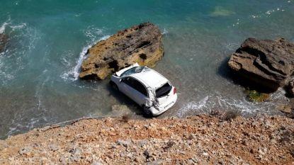 Belgisch koppel crasht met huurauto op Mallorca: 10 meter naar beneden na verkeerde versnelling