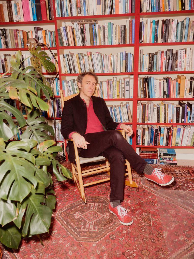 Roman Krznaric: 'Ik heb veel meer invloed op de politiek door er buiten te blijven dan erin te zitten.' Beeld Joe Hart
