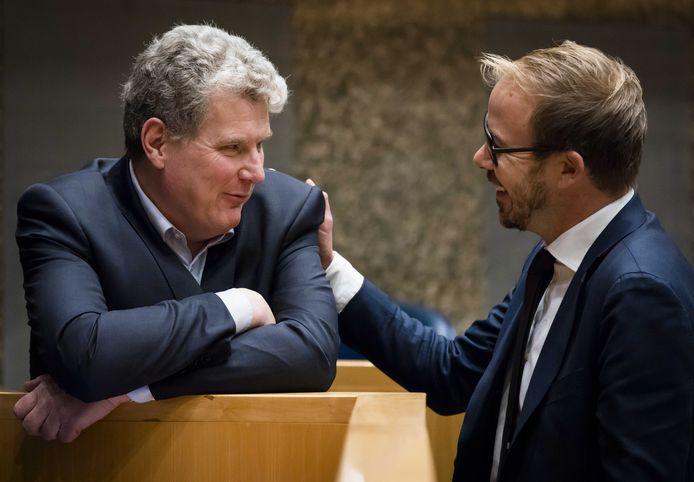 PvdA-Kamerlid William Moorlag (links) met collega-Kamerlid Gijs van Dijk.