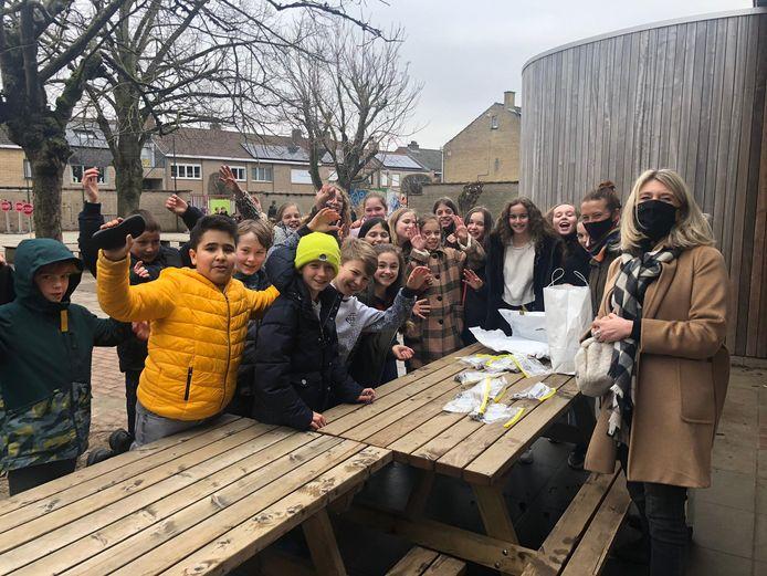De leerlingen van basisschool Sint-Katarina gaan de uitdaging aan om ook schelpen te tellen.