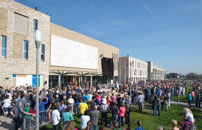 In 2014 werd het Ontmoetingshuis met ruimte voor drie scholen in Veenendaal-Oost geopend.