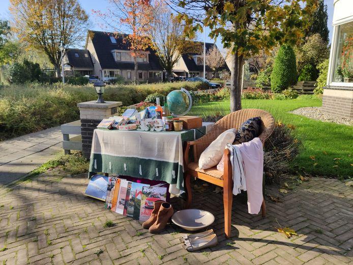 In de Doesburgse wijk Ooi worden niet gewaardeerde Sinterklaascadeaus op 6 december voor het huis verkocht of weggegeven.