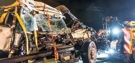 Botsing 2 vrachtwagens en 3 bestelbusjes bij Breda, weg richting Tilburg weer vrij