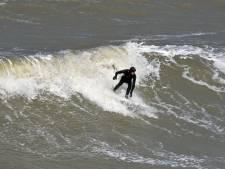 Hulpverleners met trauma's door werk gaan surfen bij Domburg om ellende kwijt te raken