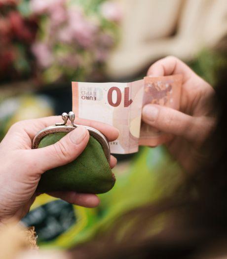 Financieel 'vreemdgaan': 'Ze had alle winkeltassen onder de autostoel verstopt'