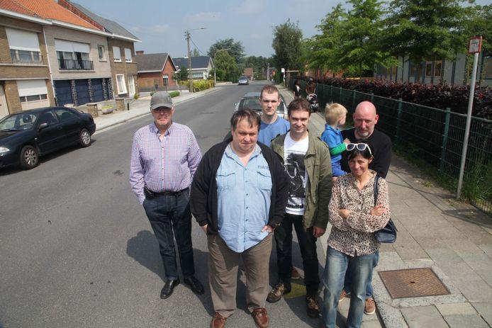 Misnoegde inwoners in de Zuidstraat die blauwe zone wordt.