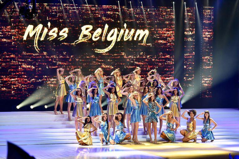 De Miss België-show startte met een zwierige groepschoreografie.
