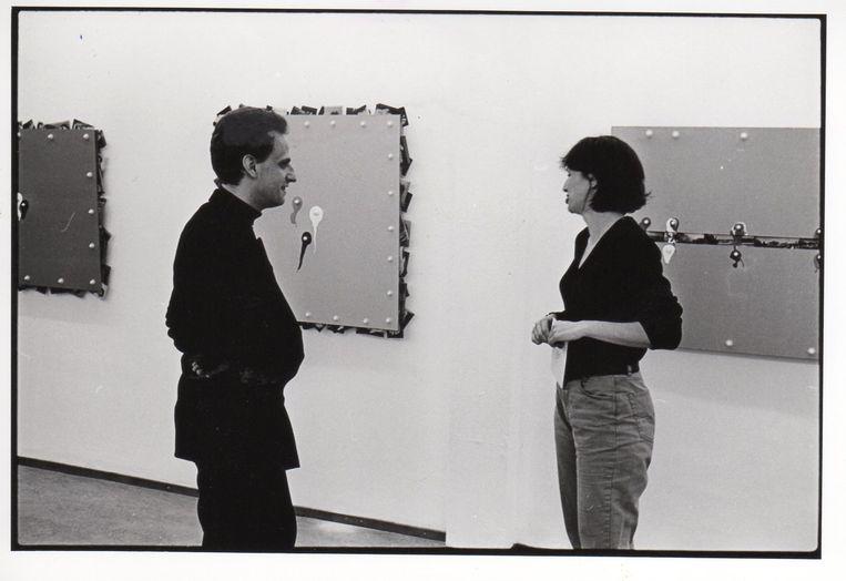 Met kunstenaar Luc Tuymans op een expositie van Ger van Elk, 1993. Beeld Paul Andriesse