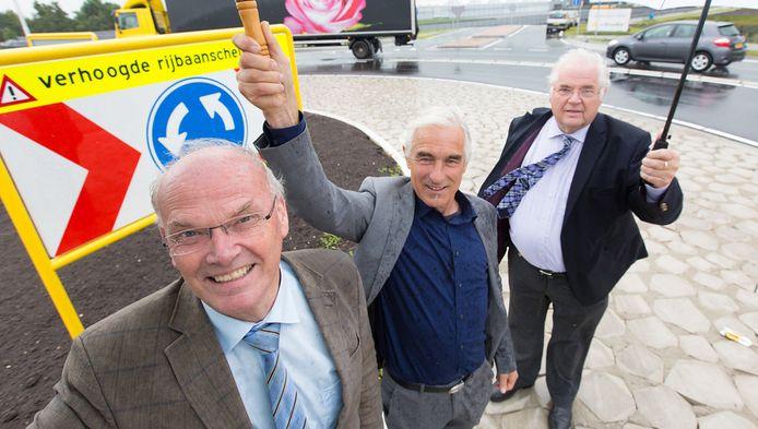 Michiel Gerritsen, Jan de Vries en Henk van der Smit op de nieuwe turborotonde