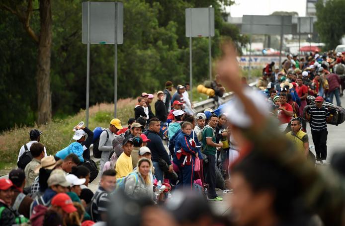 De karavaan vertrok midden oktober uit Honduras, waar mensen de armoede en het geweld ontvluchtten.