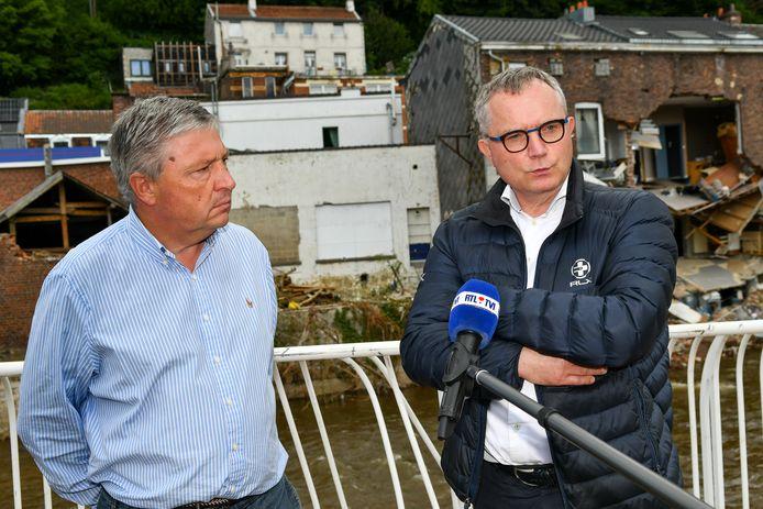 Assuralia-CEO Hein Lannoy (rechts) met Philippe Godin, burgemeester van het zwaar getroffen Pepinster.