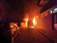 Wageningen ontsnapt aan drama: brandweer voorkomt overslaan brand in drie auto's naar flatgebouw
