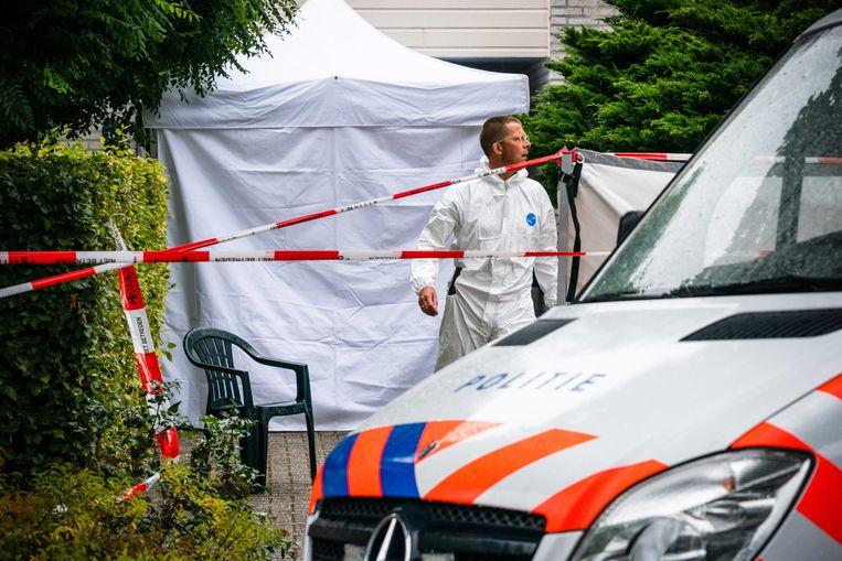 Politieonderzoek in een woning waar een dode man is gevonden. Beeld ANP