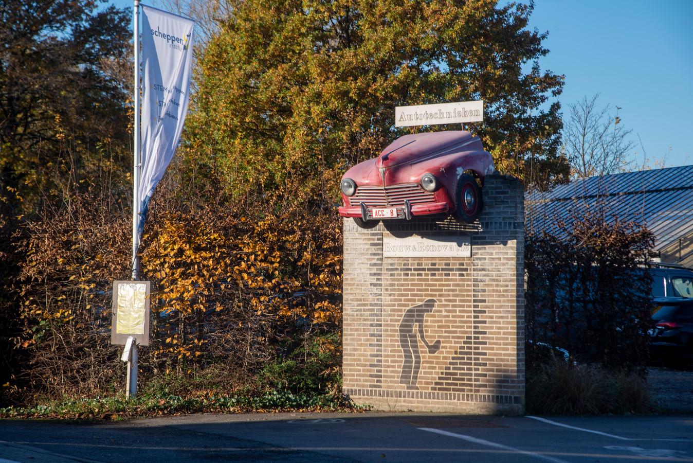 De afdeling automechanica werd reeds in 1993 opgericht in de Stooktestraat.